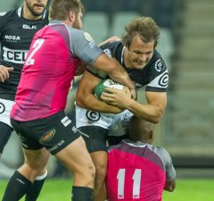 Andre Esterhuizen in action for the Sharks