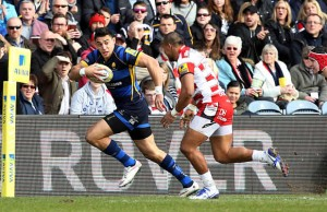 Bryce Heem on his way to the tryline for Worcester