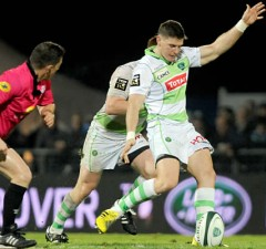 Colin Slade kicks off for Pau in his Top14 debut