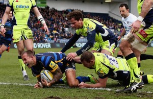 Francois Hougaard scores a try for Worcester