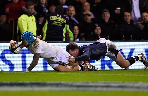 Jack Nowell beats Tommy Seymour to the trylline