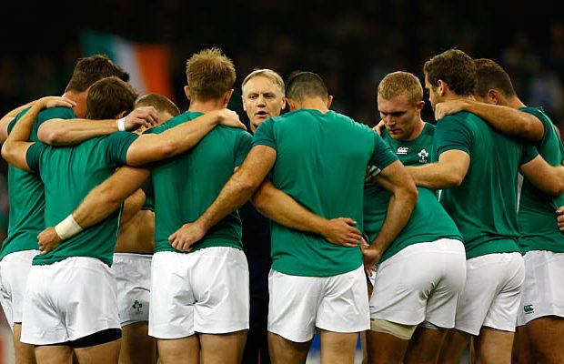 Ireland head coach Joe Schmidt talks to his players