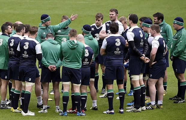 Jonny Sexton talks to the Ireland squad at training