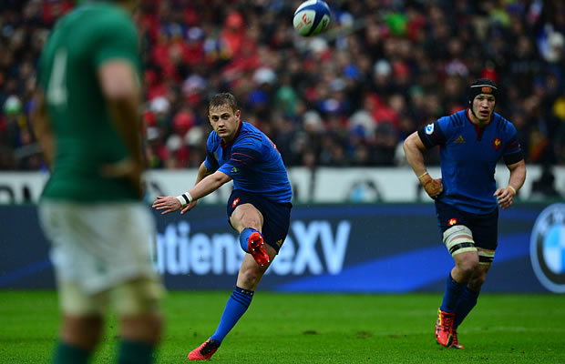 Jules Plisson converts a try for France