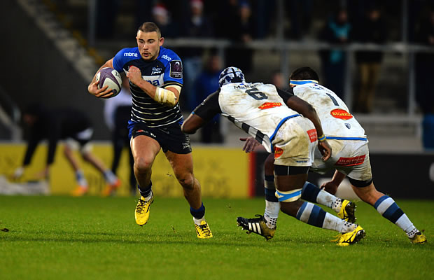 Mark Jennings breaks away for Sale Sharks