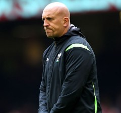 Wales defence coach Shaun Edwards is staying with the WRU