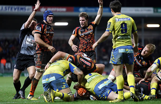 Thomas Waldrom (orange scrum cap) scores for Exeter Chiefs