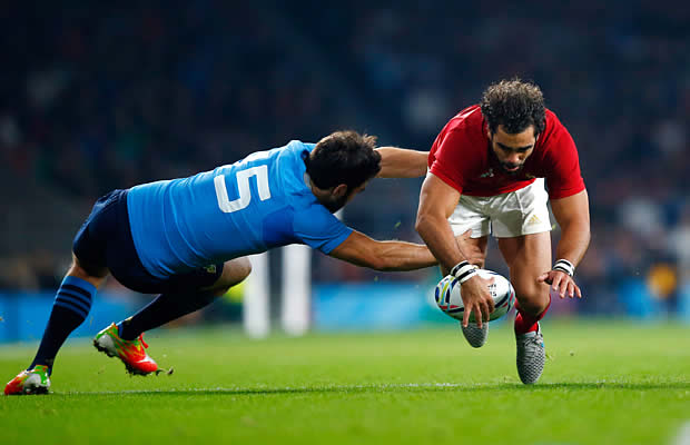 Yoann Huget is tackled by Luke McLean from Italy