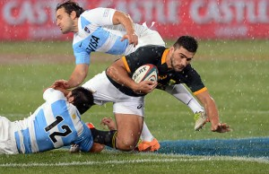 Damian de Allende protects the ball for South Africa