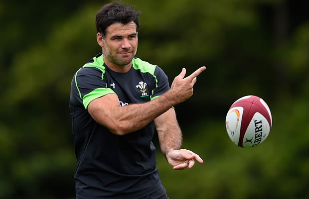 Mike Phillips has agreed to join Sale Sharkser