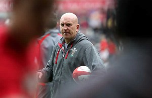 Shaun Edwards has extended his contract with Wales