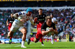 Chris Wyles scores a try for Saracens