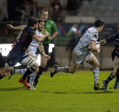 Dan Carter makes a break for Racing Metro