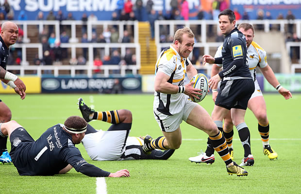 Dan Robson of Wasps drives through to score a try