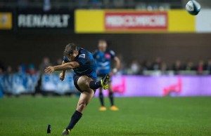 Demetri Catrakilis kicks a penalty for Montpellier