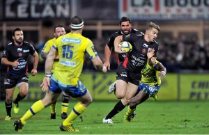 Drew Mitchell of Toullon slips through the Clermont defence