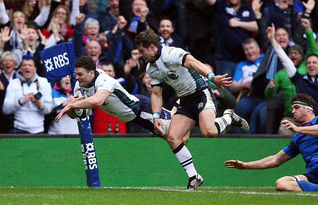 Duncan Taylor scores a try for Scotland