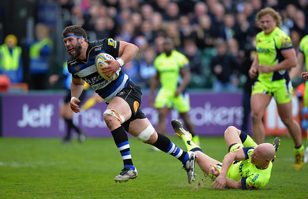 Guy Mercer slips off a Peter Stringer tackle