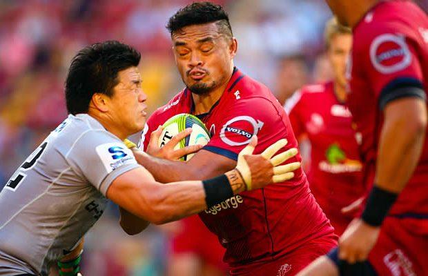 Hendrik Tui is tackled by Harumichi Tatekawa (L)