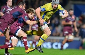 Jonathan Davies tries to break through for Clermont