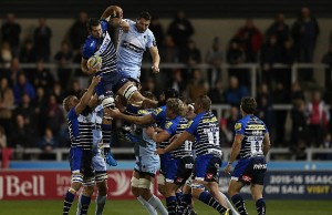 Josh Beaumont wins the line out for Sale Sharks