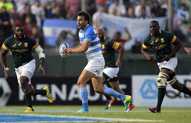 Juan Martin Hernandez on the run for Argentina