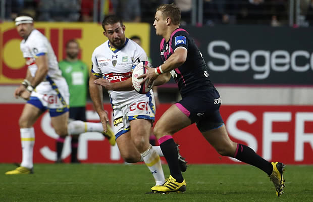 French flyhalf Jules Plisson (R) runs with the ball