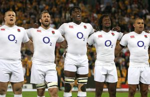 Maro Itoje and the England team sing the anthem