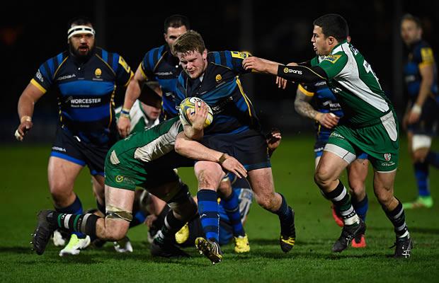 Niall Annett of Worcester makes a break