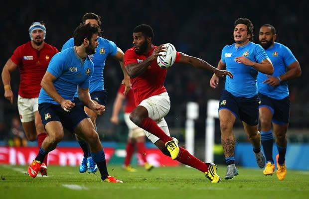 Noa Nakaitaci spots a gap for France against Italy
