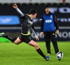 Sam Davies kicked a late penalty to deny Clermont a losing bonus point