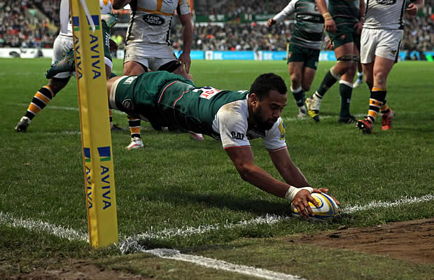 Telusa Veainu of Leicester dives over to score a try