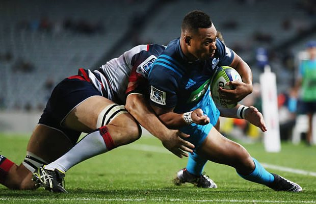 Tevita Li goes in to score try for the Blues