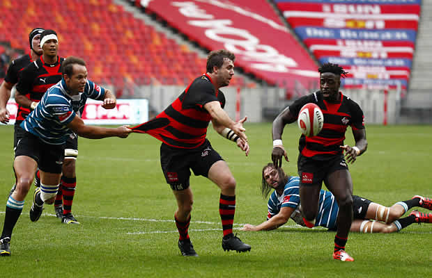 im Whitehead offloads for Eastern Province in the Currie Cup