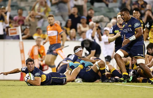 Argentina's Tomas Cubelli scores for the Brumbies on debut