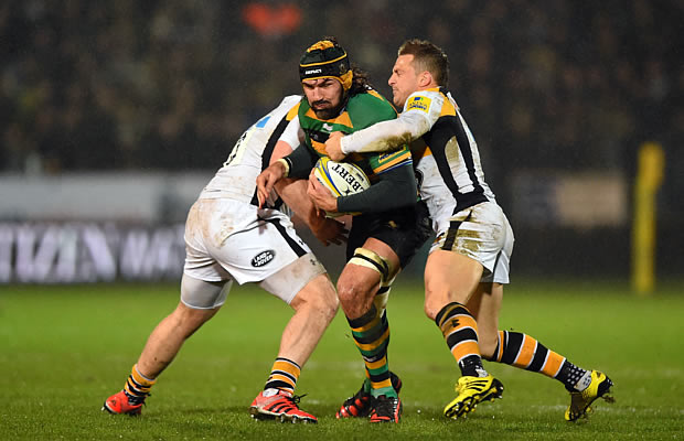 Victor Matfield gets shut down by the Wasps defence