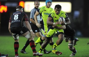 Vili Fihaki on the attack for Sale Sharks