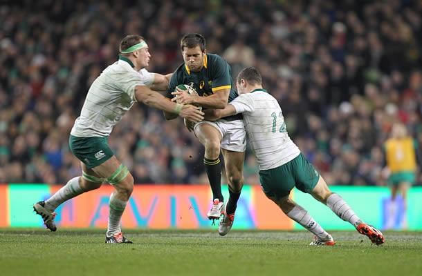 Jan Serfontein looks to break through Ireland's defence