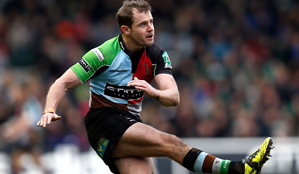 Nick Evans has re-committed to Harlequins
